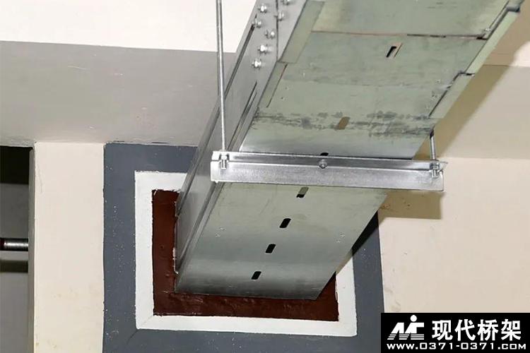 金属线槽穿墙防火封堵安装