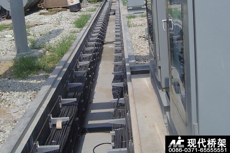 电缆桥架托臂固定方法